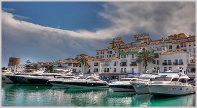 The luxury port of Puerto Banus - Photo by N i c o_